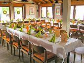 Gemütliche Räumlichkeiten für Ihre Feier; wie Taufen, Jubiläen, Geburtstagsgesellschaften oder andere Feierlichkeiten.
